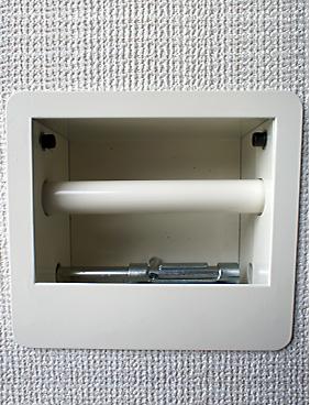 建築三方枠に取り付けた受穴に差し込んで倒伏を防止します。